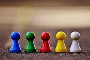 Spielfiguren, die ein team symbolisieren